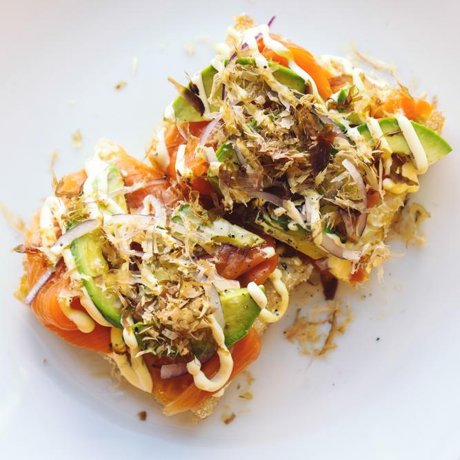 unique-dish-salmon-avocado-rice-pizza