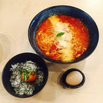 unique-dish-tomato-cheese-ramen